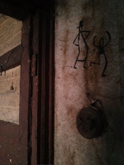 gate 228 : tom civil door